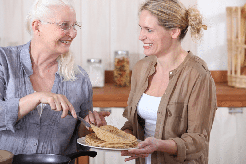 caregiver-and-woman-eating